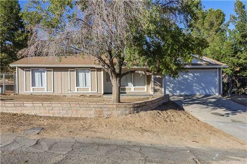 Photo of 17805 QUEENSGLEN Avenue, Palmdale, CA 93591 (MLS # SR19269346)