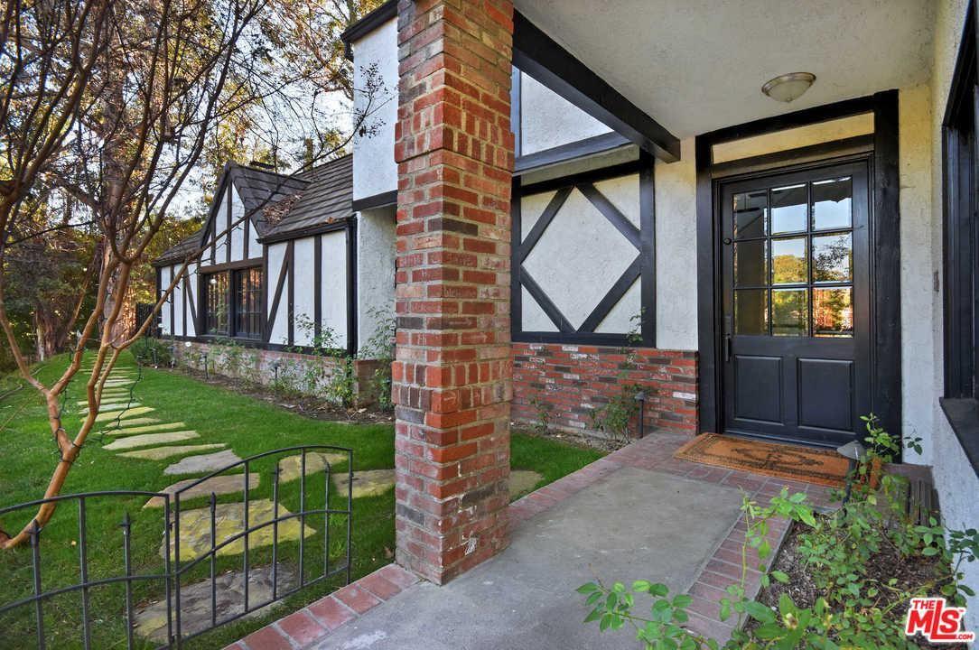 Photo of 4461 VANALDEN Avenue, Tarzana, CA 91356 (MLS # 20556350)