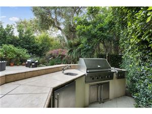 Tiny photo for 207 North BOWLING GREEN Way, Brentwood , CA 90049 (MLS # SR18222355)