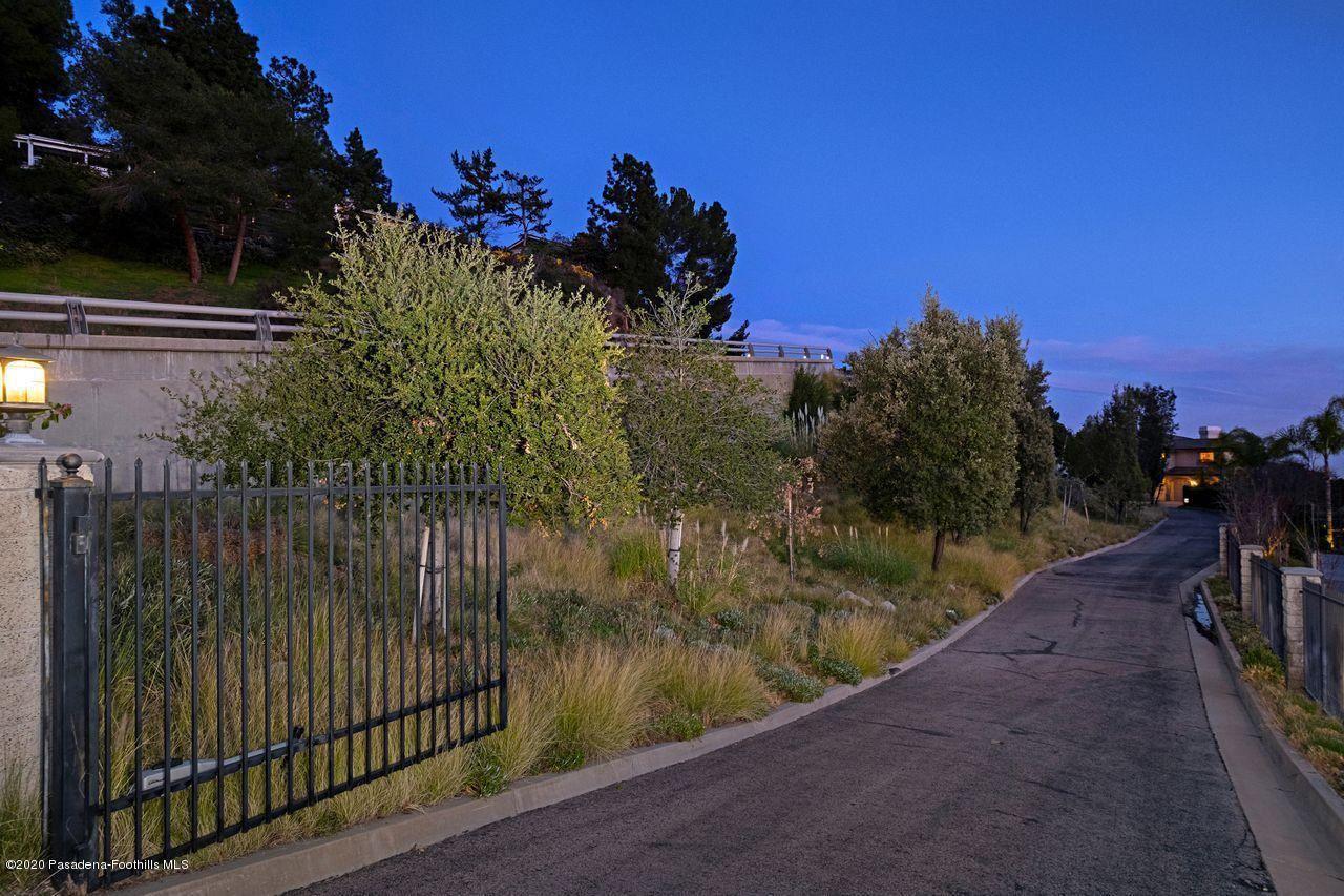 Photo of 5470 ARROYO SUMMIT Drive, La Canada Flintridge, CA 91011 (MLS # 820000366)