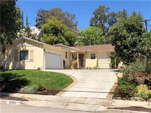 Photo of 22211 BUENA VENTURA Street, Woodland Hills, CA 91364 (MLS # SR18093367)