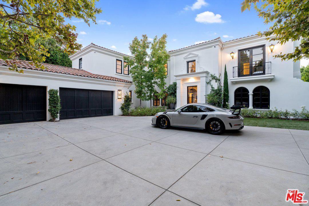 Photo of 4717 ENCINO Avenue, Encino, CA 91316 (MLS # 20552376)