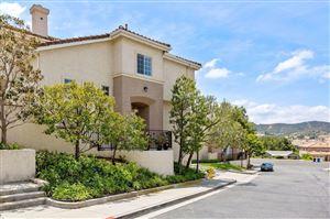 Photo of 318 AVENIDA DE ROYALE, Thousand Oaks, CA 91362 (MLS # 219005385)