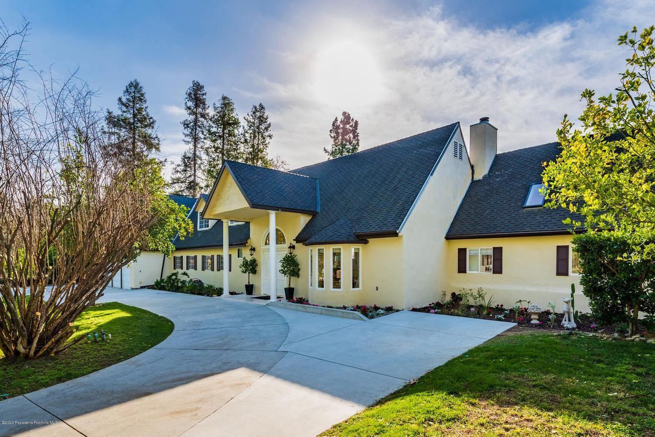Photo of 1306 EL VAGO Street, La Canada Flintridge, CA 91011 (MLS # 820000385)