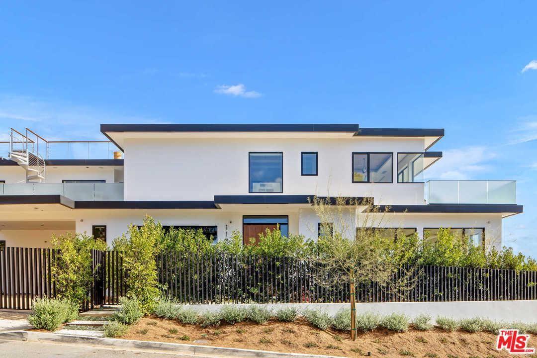 Photo of 1130 CAROLYN Way, Beverly Hills, CA 90210 (MLS # 20549390)