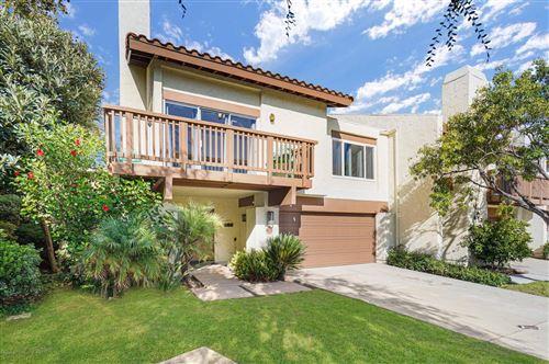 Photo of 621 HOLLYBURNE Lane, Thousand Oaks, CA 91360 (MLS # 219012406)