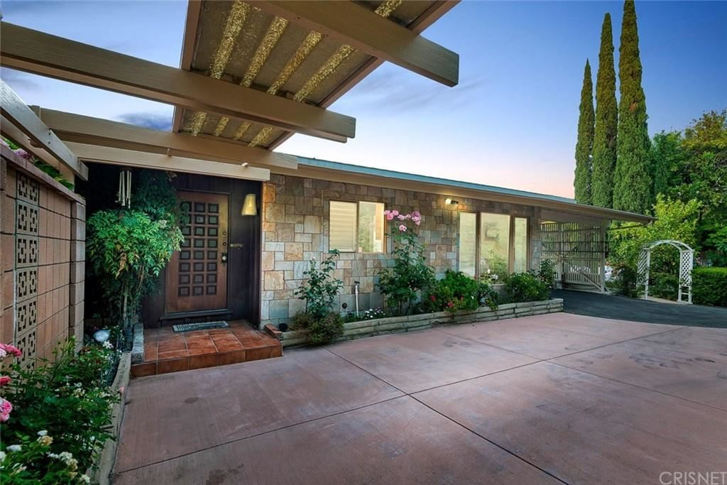 Photo for 3437 OAK GLEN Drive, Hollywood Hills, CA 90068 (MLS # SR19174410)