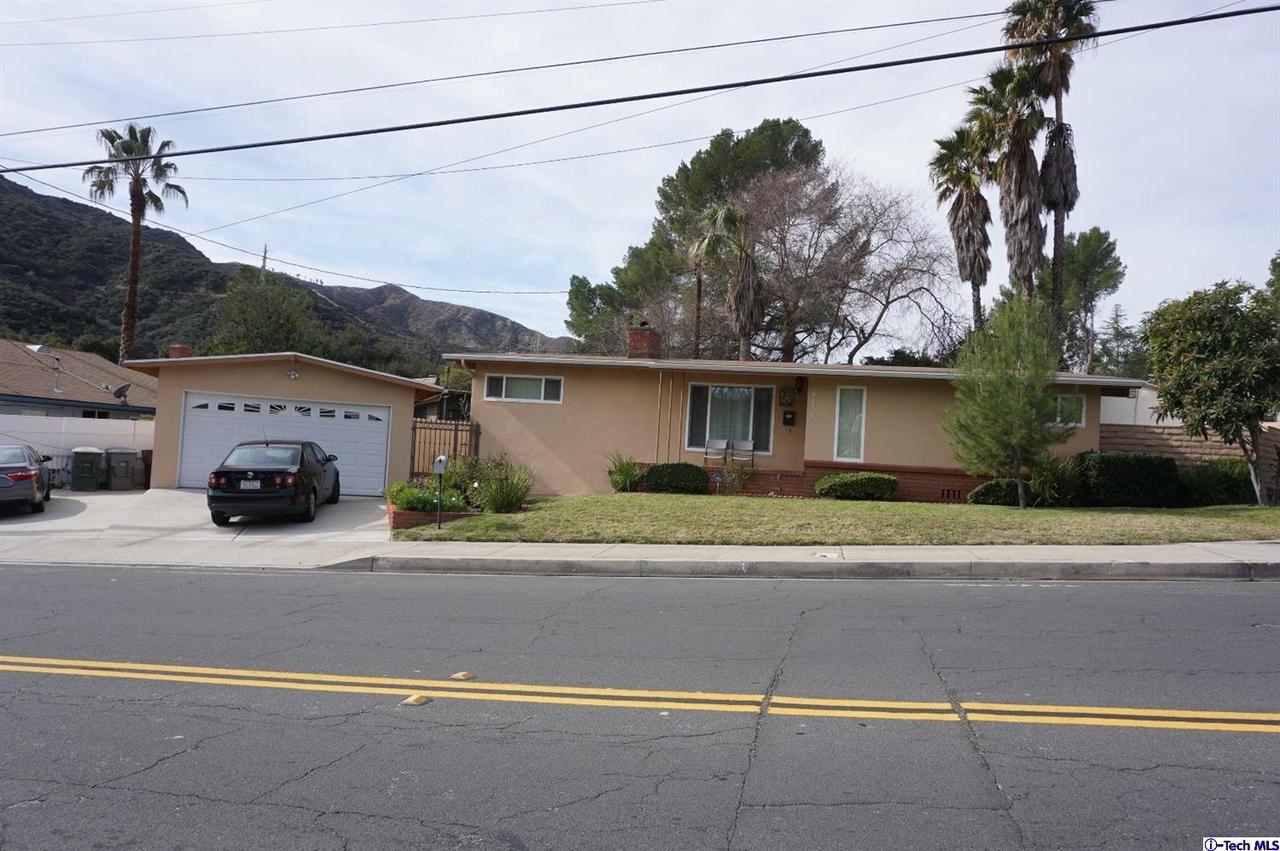 Photo of 4135 LOWELL Avenue, Glendale, CA 91214 (MLS # 320000414)