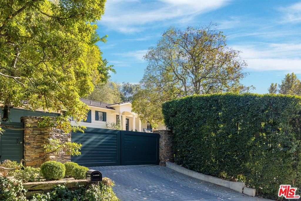 Photo for 2276 BOWMONT Drive, Beverly Hills, CA 90210 (MLS # 18405418)