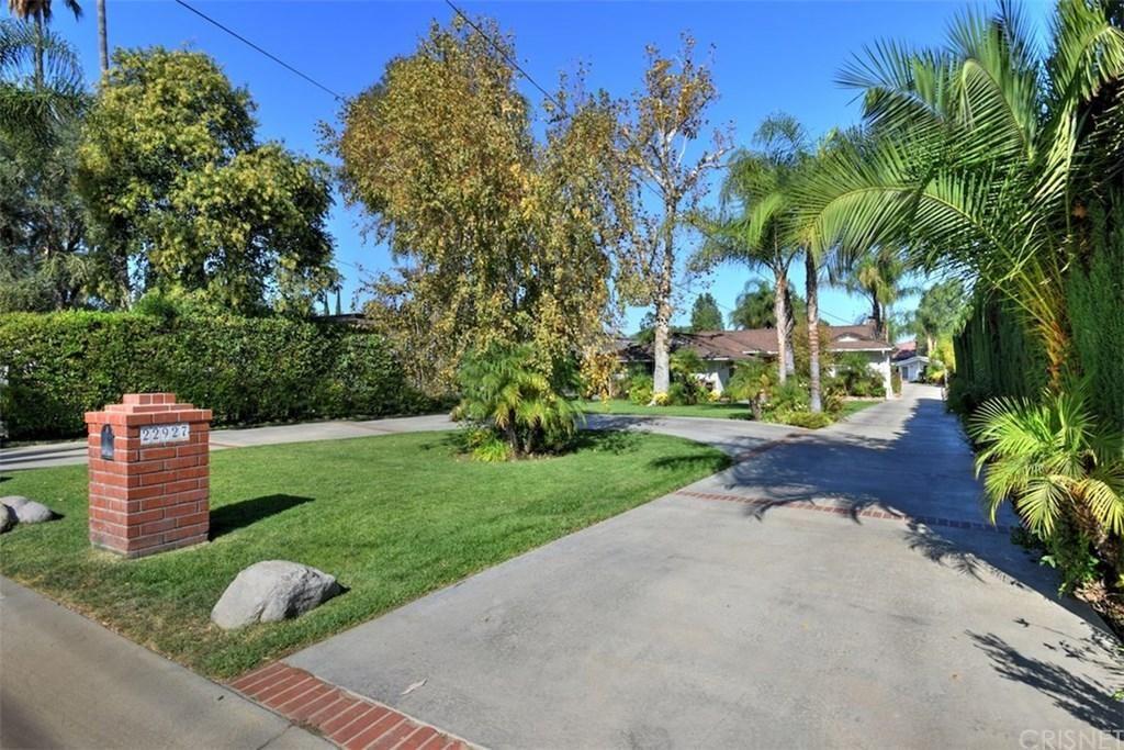 Photo for 22927 OXNARD Street, Woodland Hills, CA 91367 (MLS # SR19259418)