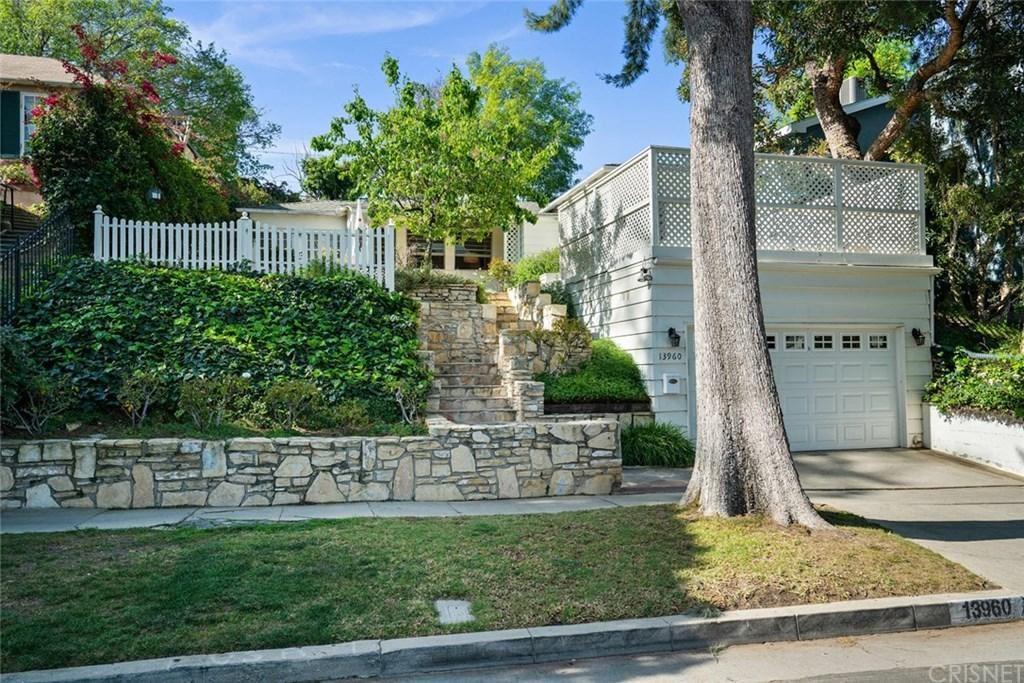Photo of 13960 DAVANA, Sherman Oaks, CA 91423 (MLS # SR20050420)