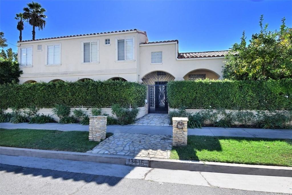 Photo of 13616 RIVERSIDE Drive, Sherman Oaks, CA 91423 (MLS # SR19284430)