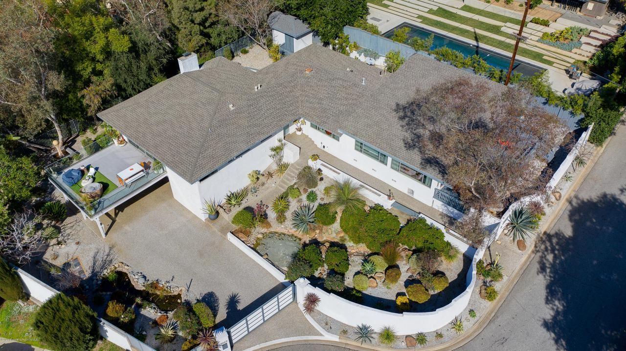 Photo of 2869 WINTERHAVEN Lane, Altadena, CA 91001 (MLS # 820000436)