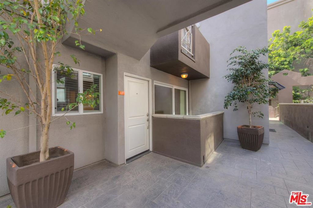 Photo for 355 North MAPLE Street #107, Burbank, CA 91505 (MLS # 18321442)