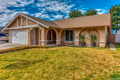 Photo of 27539 GLASSER Avenue, Canyon Country, CA 91351 (MLS # SR20019446)