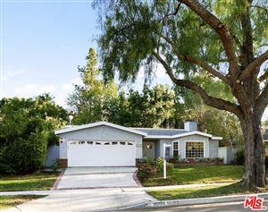 Photo of 18270 ROSITA Street, Tarzana, CA 91356 (MLS # 19513450)