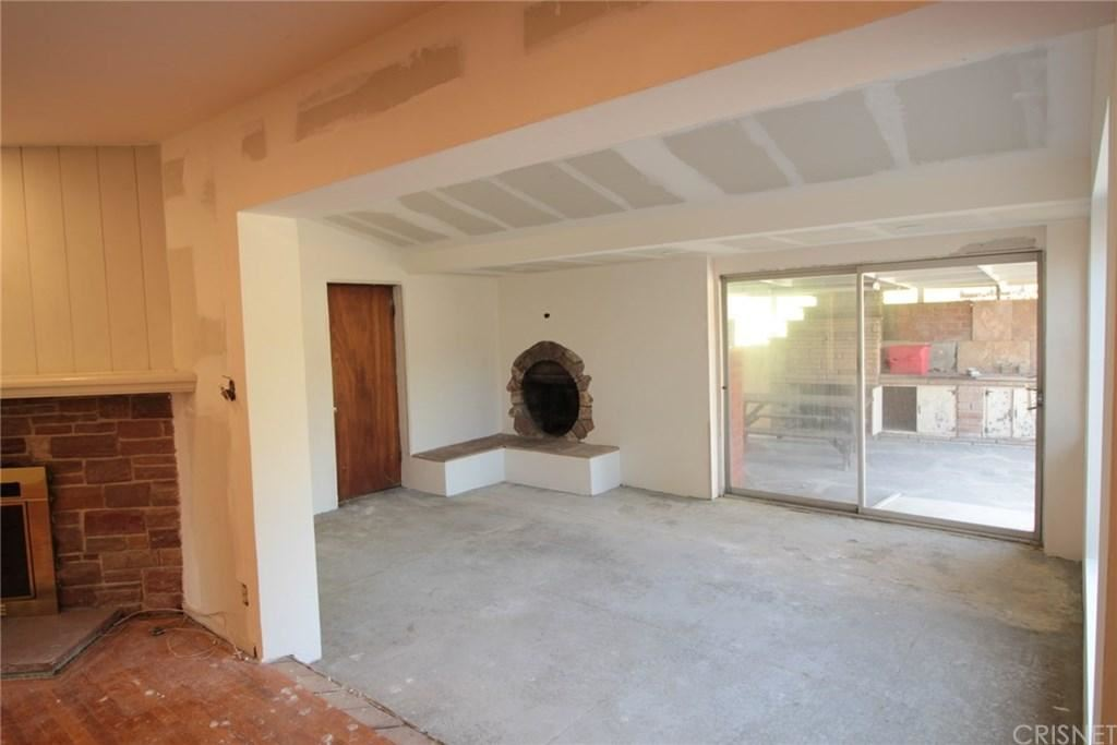 Photo of 19035 SPRAGUE Street, Tarzana, CA 91356 (MLS # SR20010450)