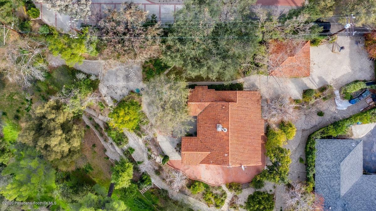 Photo of 4709 EL CAMINO CORTO, La Canada Flintridge, CA 91011 (MLS # 820000459)