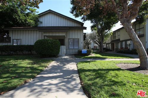 Photo of 10038 KARMONT Avenue, South Gate, CA 90280 (MLS # 19525460)