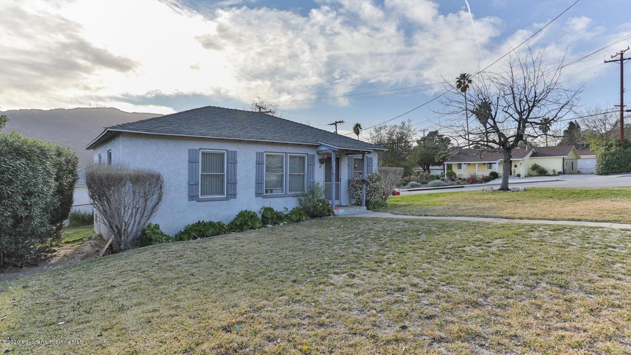 Photo of 3554 COMMUNITY Avenue, Glendale, CA 91214 (MLS # 820000465)