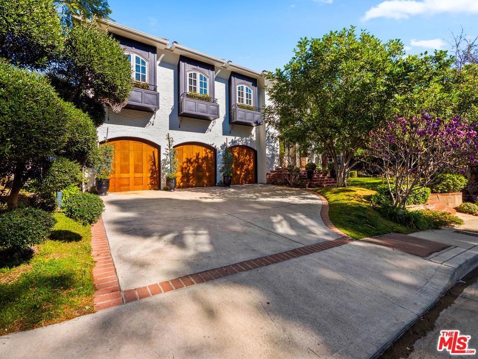 Photo of 12007 CREST Court, Beverly Hills, CA 90210 (MLS # 20551466)