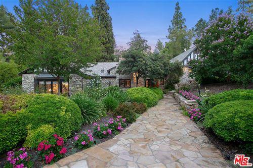 Photo of 4880 QUEEN FLORENCE Lane, Woodland Hills, CA 91364 (MLS # 19489486)
