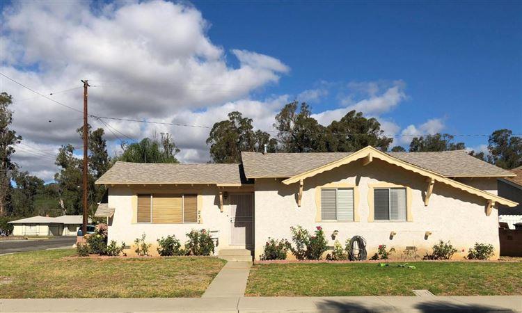 Photo for 233 WAKEFORD Street, Santa Paula, CA 93060 (MLS # 217013491)