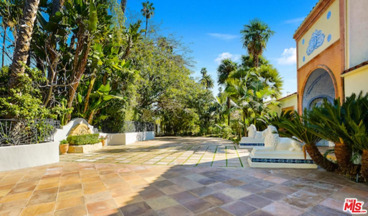 Photo of 915 BENEDICT CANYON Drive, Beverly Hills, CA 90210 (MLS # 20547496)