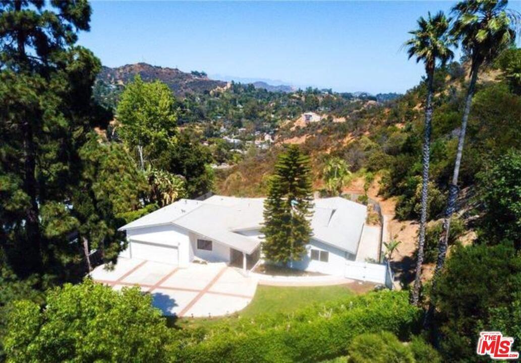Photo of 2658 CARMAR Drive, Los Angeles , CA 90046 (MLS # 19519500)