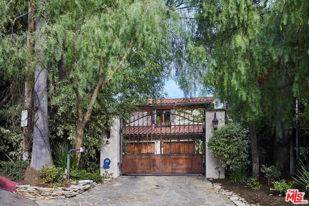 Photo of 2708 BOWMONT Drive, Beverly Hills, CA 90210 (MLS # 20547506)