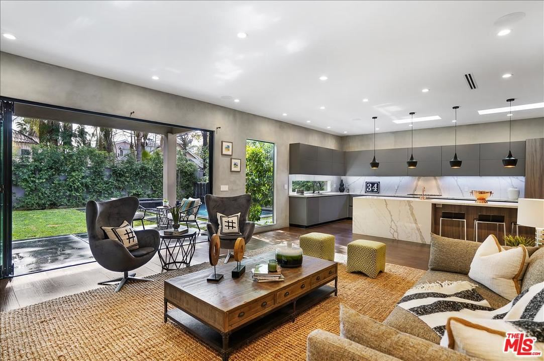 Photo of 15024 HESBY Street, Sherman Oaks, CA 91403 (MLS # 20548506)