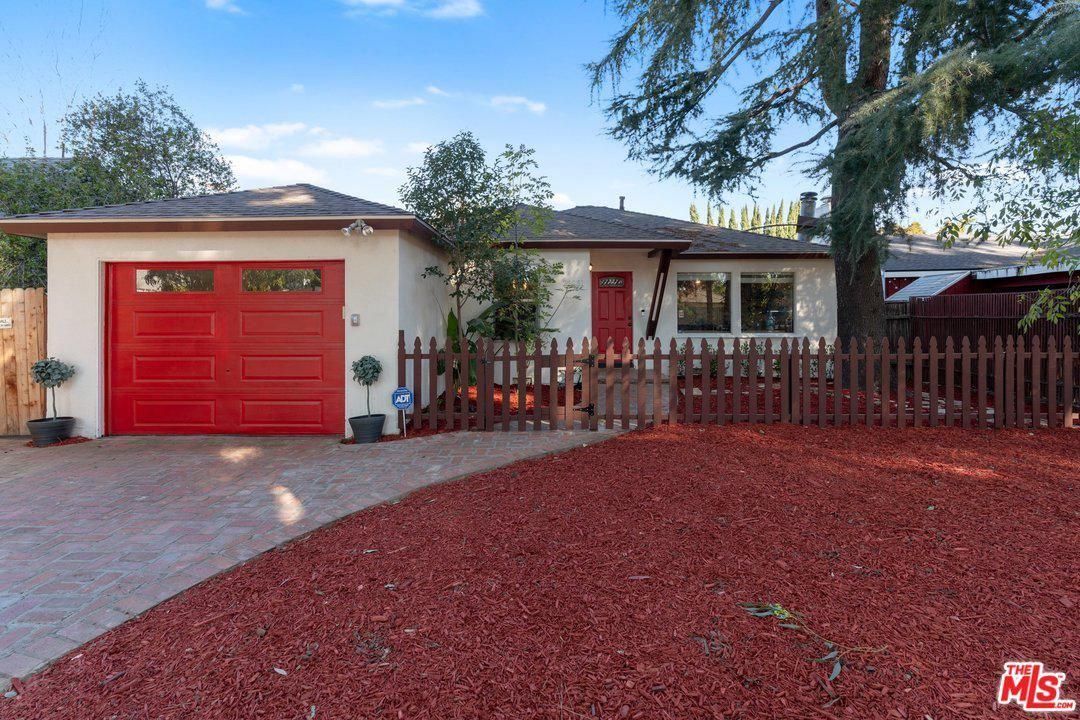 Photo for 22031 AVENUE SAN LUIS, Woodland Hills, CA 91364 (MLS # 20553510)
