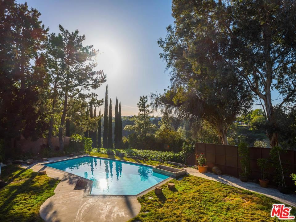 Photo for 2501 ROSCOMARE Road, Los Angeles , CA 90077 (MLS # 18332512)