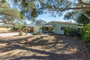Photo of 1210 FERN OAKS Drive, Santa Paula, CA 93060 (MLS # 218014520)