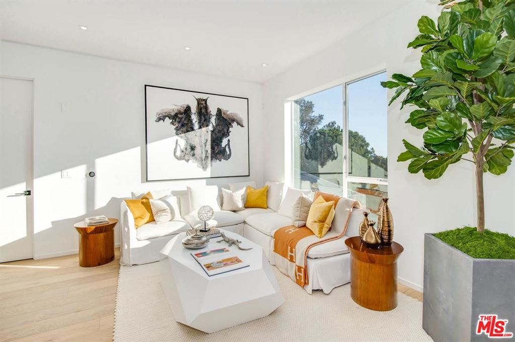 Photo for 1030 North KINGS ROAD #404, West Hollywood, CA 90069 (MLS # 18385526)