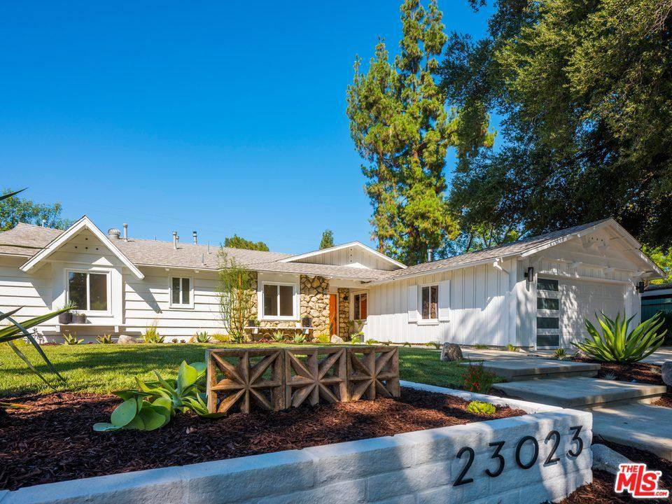 Photo for 23023 GAINFORD Street, Woodland Hills, CA 91364 (MLS # 19498526)