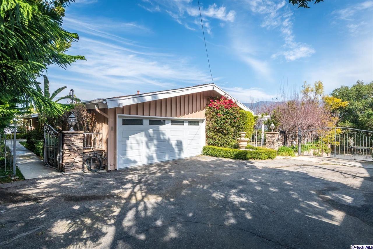 Photo of 4013 ROBIN HILL Road, La Canada Flintridge, CA 91011 (MLS # 320000528)