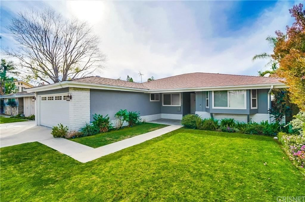 Photo of 4939 BLUEBELL Avenue, Valley Village, CA 91607 (MLS # SR20022531)
