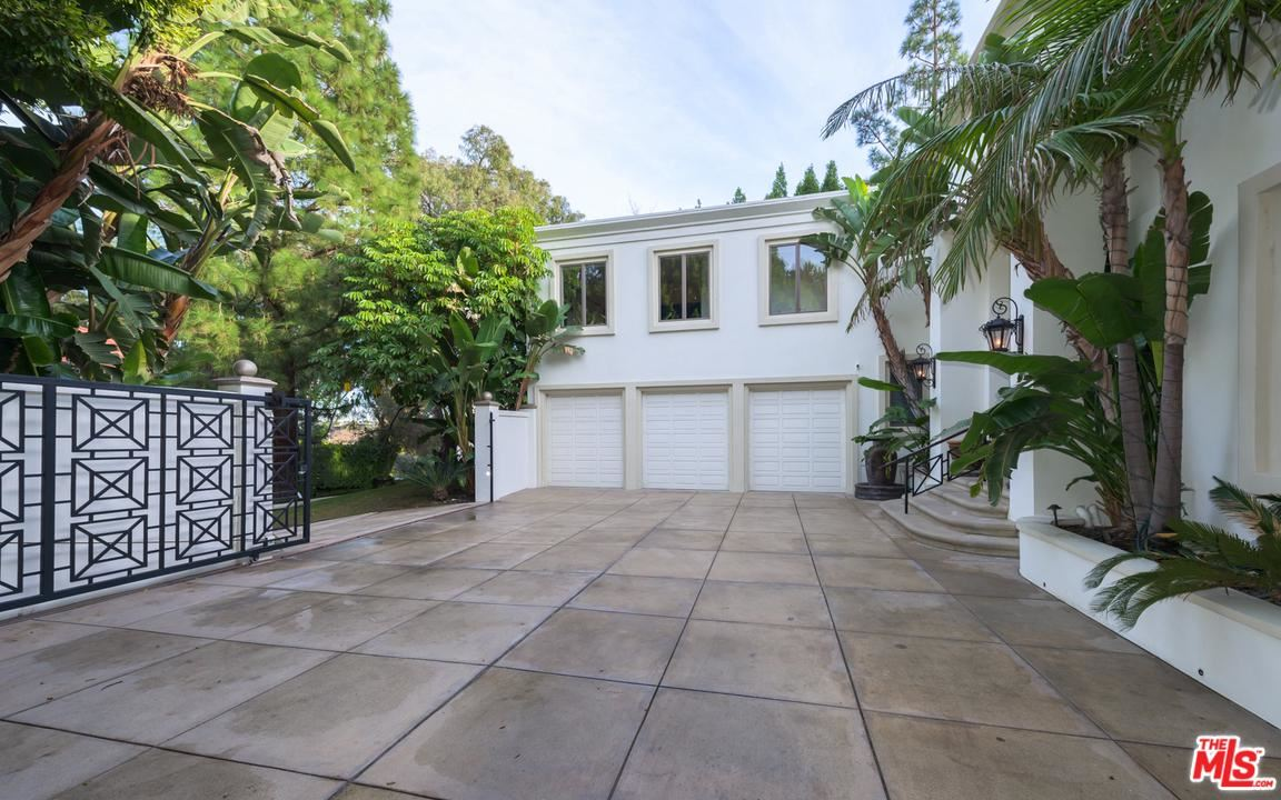 Photo of 12000 CREST Court, Beverly Hills, CA 90210 (MLS # 19534540)
