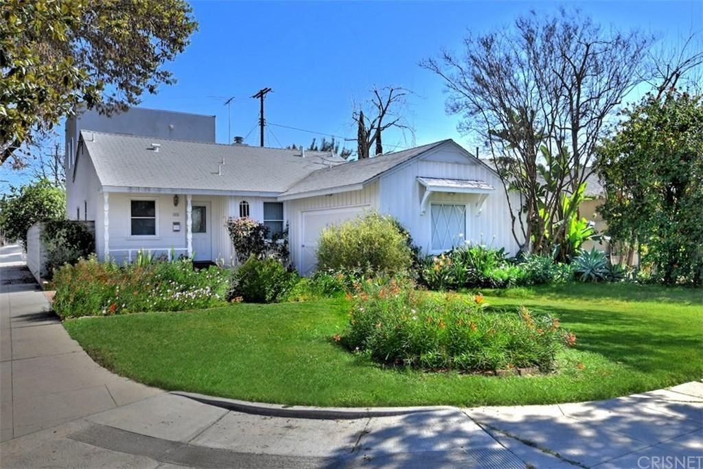 Photo of 5856 SALOMA Avenue, Sherman Oaks, CA 91411 (MLS # SR20038543)