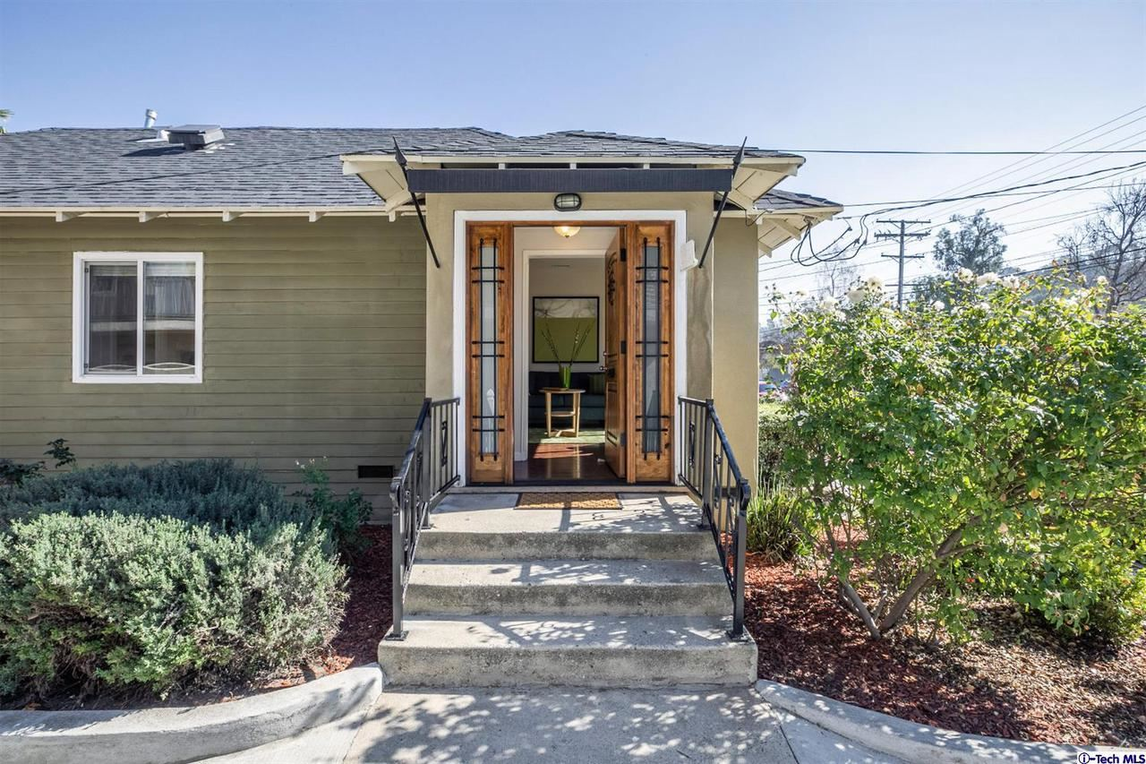 Photo of 541 East PALMER Avenue, Glendale, CA 91205 (MLS # 320000545)