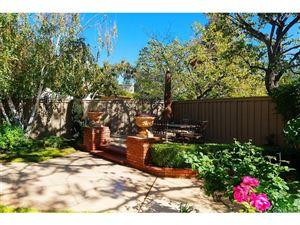 Photo of 537 HOLLYBURNE Lane, Thousand Oaks, CA 91360 (MLS # SR18270554)