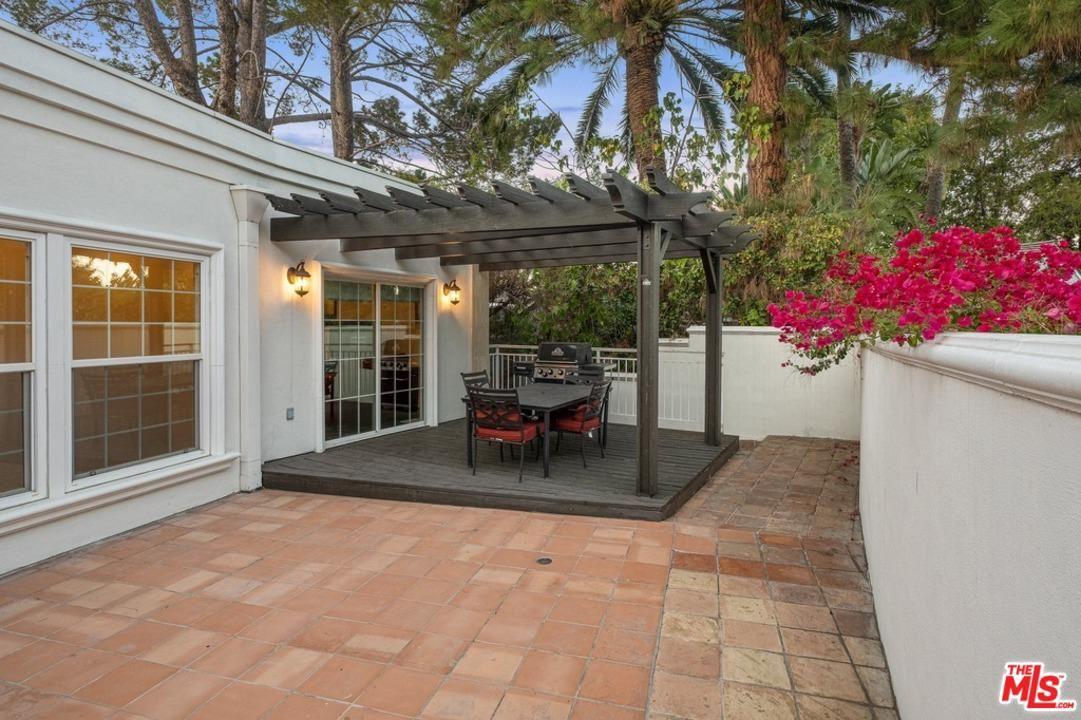 Photo of 4164 KNOBHILL Drive, Sherman Oaks, CA 91403 (MLS # 20543554)