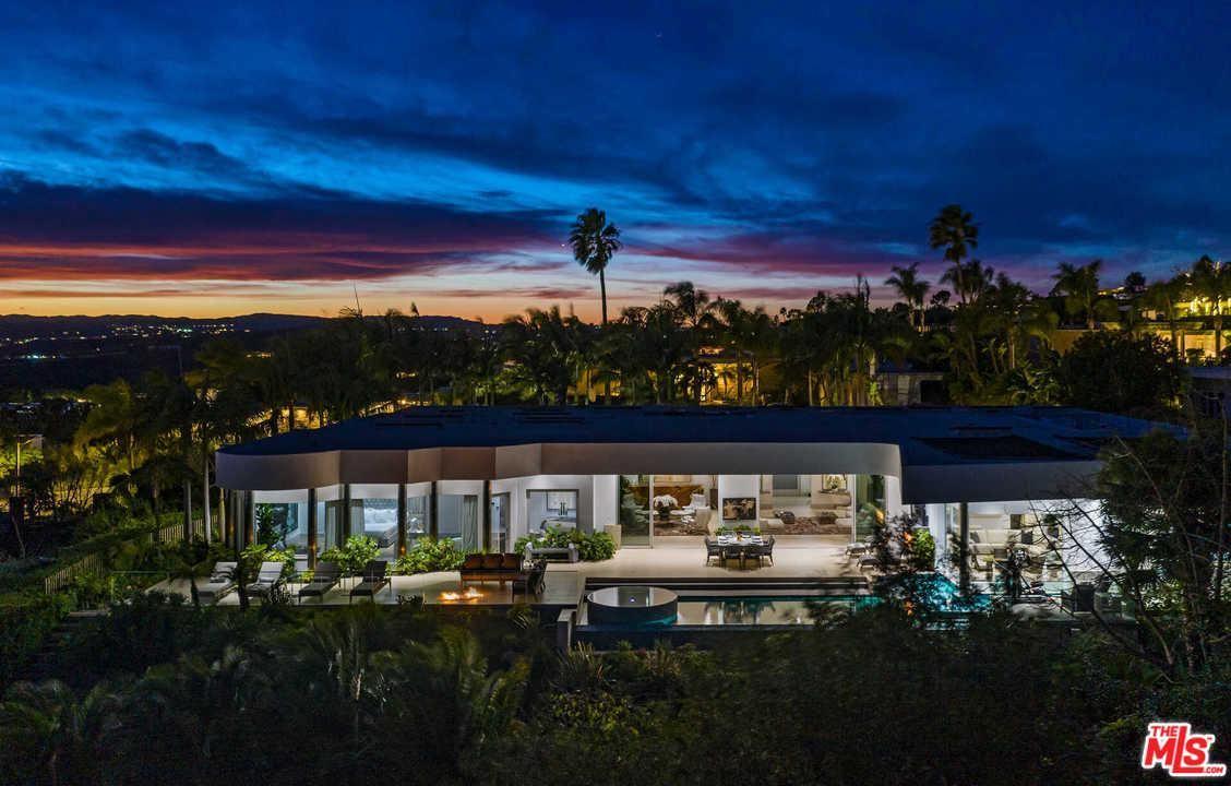 Photo of 440 MARTIN Lane, Beverly Hills, CA 90210 (MLS # 20552556)
