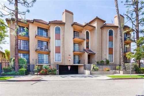 Photo of 18600 CLARK Street #204, Tarzana, CA 91356 (MLS # 319003562)