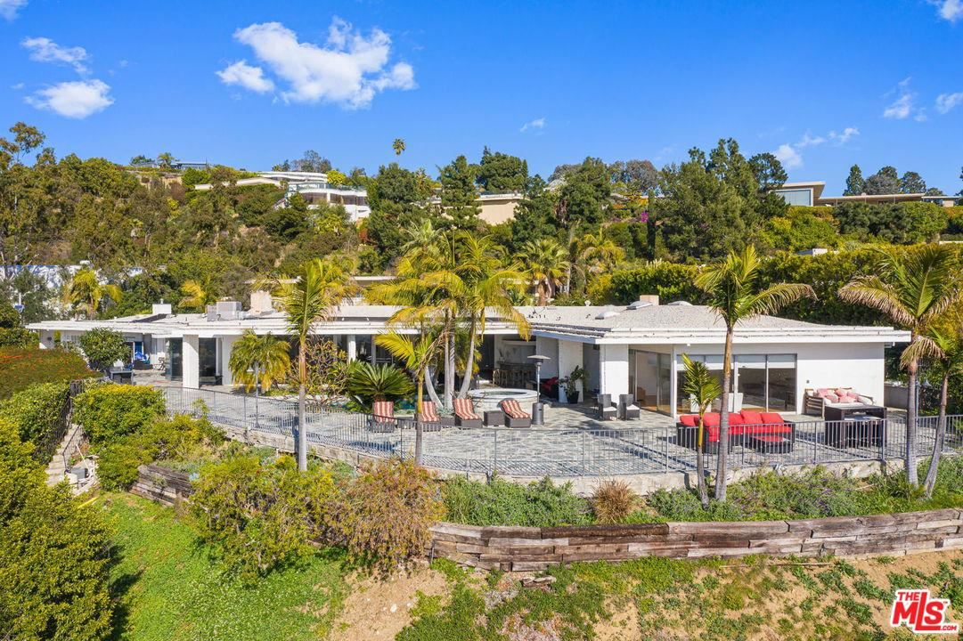 Photo of 450 TROUSDALE Place, Beverly Hills, CA 90210 (MLS # 20553562)