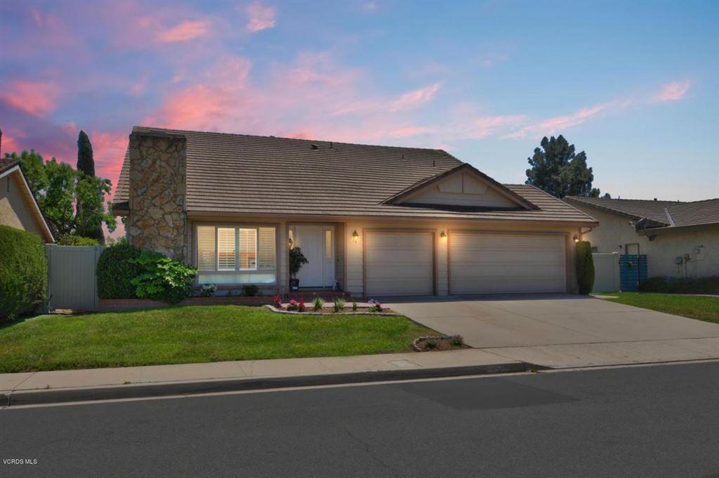 Photo for 16 FALLEN OAKS Drive, Thousand Oaks, CA 91360 (MLS # 218005575)