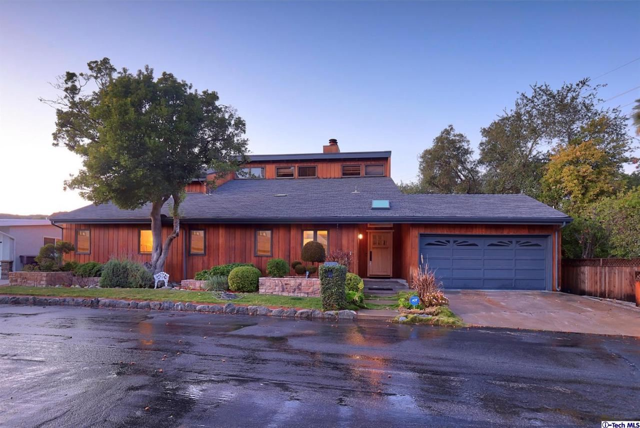 Photo of 3163 CHARING CROSS Place, Glendale, CA 91206 (MLS # 320000581)
