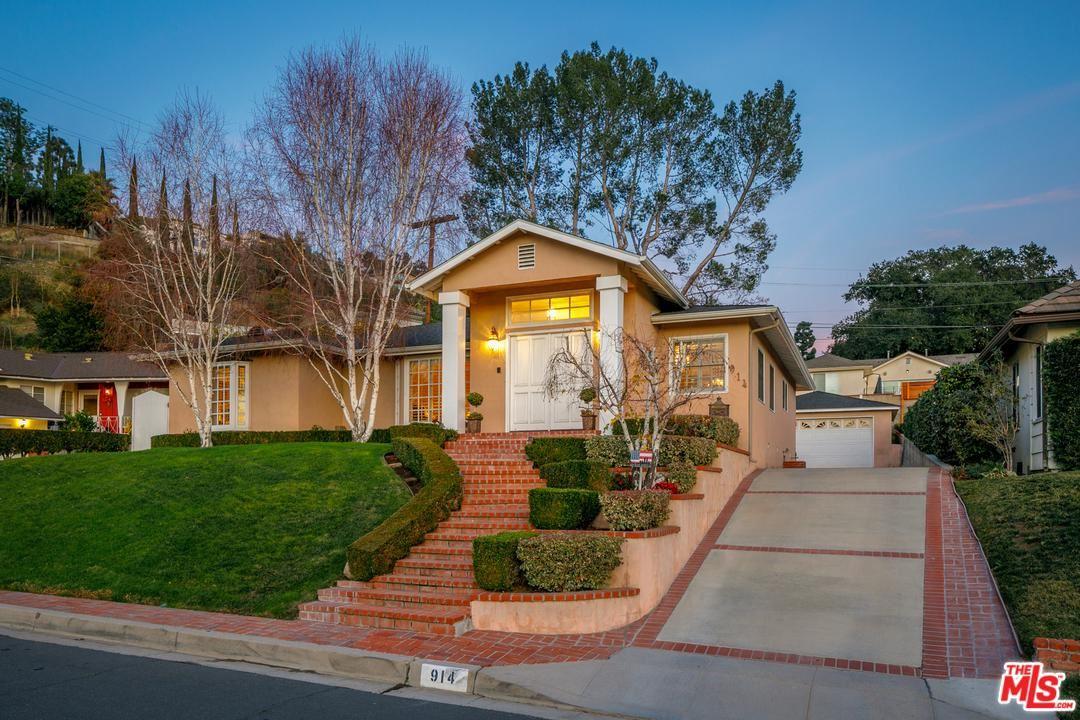 Photo of 914 GLENVISTA Drive, Glendale, CA 91206 (MLS # 20551582)
