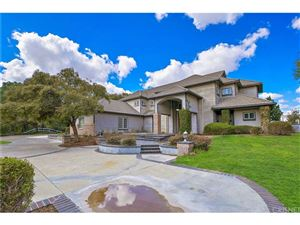 Photo of 26921 WHITEHORSE Place, Canyon Country, CA 91387 (MLS # SR18046585)